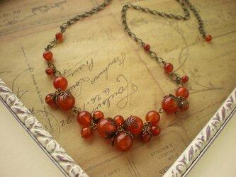 赤めのう大粒木の実のネックレスの画像