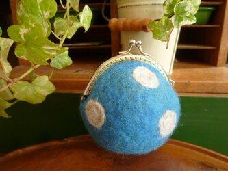 羊毛フェルトのまんまるがま口 スモーキーブルーの画像