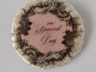 ブローチ On  special dayの画像