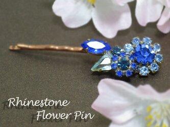 チェコガラスの青いお花ピンの画像