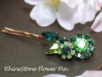 チェコガラスの緑のお花ピン(a)の画像