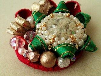 フラワードームのクリスマスブローチの画像