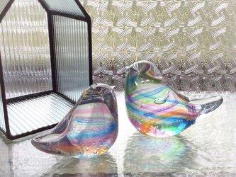 虹色の小鳥ペア ★お問い合わせ後制作。の画像