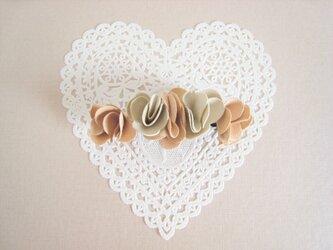 かわいいお花のバレッタ(合皮)の画像
