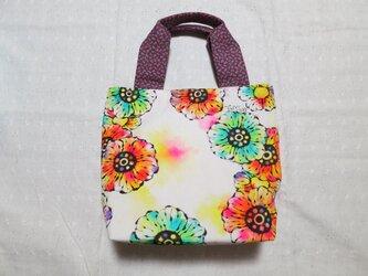 帆布のトートバッグ(M) 01『花柄×ベージュ地の花柄×紫の小花柄』の画像