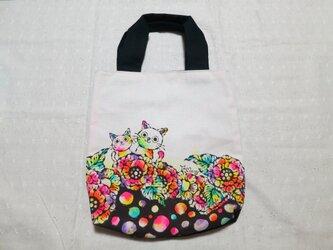 帆布のトートバッグ 02『猫と花柄×黒白ドット柄』の画像