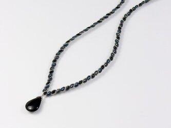 オニキス・ペアシェイプ・波模様のネックレスの画像