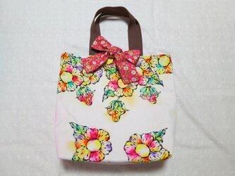 帆布のリボン付きトートバッグ(L)02『お花とイチゴ柄×ピンクの花柄』の画像