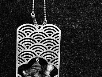 青海波に金魚の画像