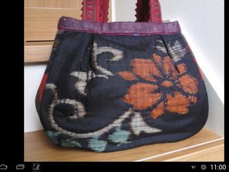 襠付きお花のバッグの画像