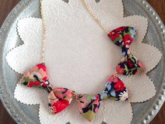 りぼんのネックレスの画像