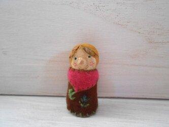 女の子 陶土☆刺繍ブローチの画像