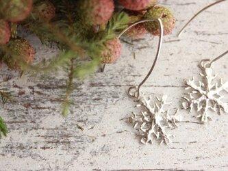 雪の結晶ピアス シルバー(フックタイプ)の画像
