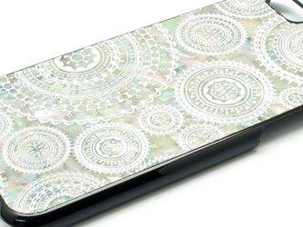 iPhone7/6/6sケース 天然貝仕様(ホワイトレース・黒カバー)<螺鈿アート>の画像