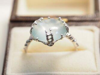 まるで水滴アクアマリンのリングの画像