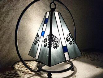 絵付けステンドグラスランプ~雨の季節にの画像