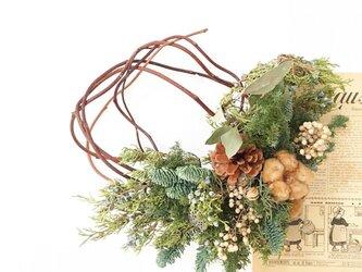森のクリスマスリースの画像