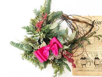 ピンクペッパーのクリスマスリースの画像