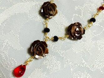 薔薇のネックレスの画像