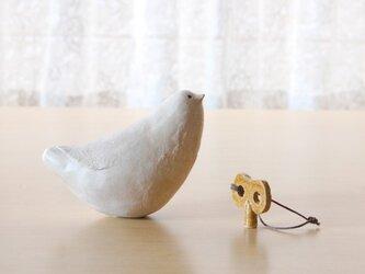 鳥笛とネジ巻きの画像