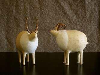 黄色い生物オブジェ(右)の画像