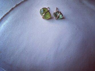 K10 Peridot Asymmetry pierceの画像