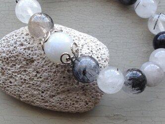 ムーンストーン&ブラックルチル天然石ブレスの画像