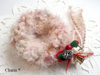 クリスマスミニリース付きシュシュ/ピンク&茶系の画像