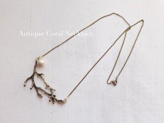 コットンパールとアンティーク珊瑚のネックレスの画像