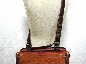 フラットショルダーバッグ(柄 × キャメル × チョコ茶)の画像
