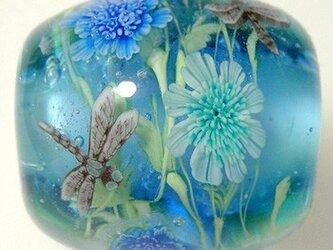 とんぼ玉 西洋松虫草とトンボのとんぼ玉の画像