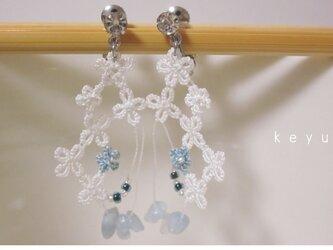 水色小花のイヤリングの画像