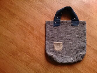 紺色の裂き織りバッグの画像