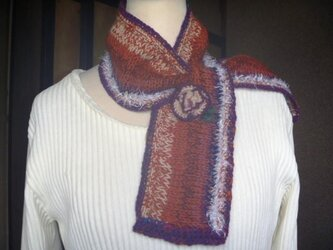 ウール毛糸で虹のように編みました♪コサージュ付きの画像