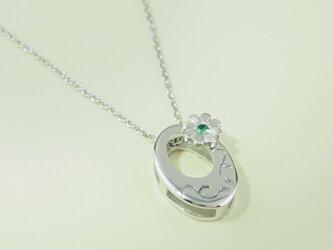 唐草模様に小菊 (Silver、エメラルド)の画像