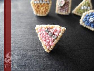 宝石ピアス(トリアンギュラー・カット/ピンク)の画像
