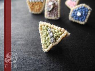 宝石ピアス(トリアンギュラー・カット/グリーン)の画像