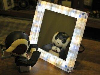 【オーダーメイド品】モザイクタイルのフレームの卓上鏡 (レフ照明入り)の画像