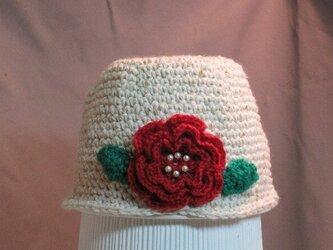真っ赤なお花モチーフとツイードベージュ帽子の画像