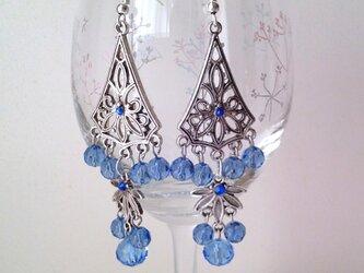 美しい青のシャンデリアの画像