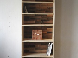 古材の背板の本棚 / ブックシェルフの画像