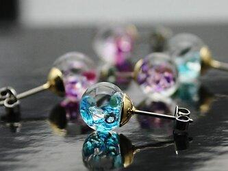 Bijou glass ゴールドチタンピアス アイスブルーカラーの画像