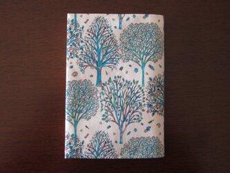 リバティプリント 文庫用(The Artist's tree B)の画像