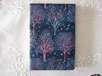 リバティプリント 文庫用(The Artist's tree D)の画像