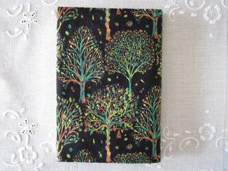 リバティプリント 文庫用(The Artist's tree C)の画像