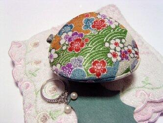 シルクで作った 貝の口 「小花」 アクセサリーケースなどにの画像