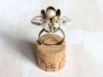 フラワーパールの指輪の画像