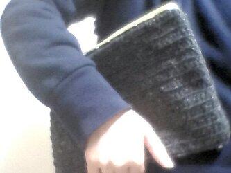 ツイード グレーの毛糸と迷彩のクラッチポーチの画像