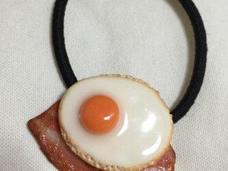 目玉焼き ベーコン ヘアゴムの画像