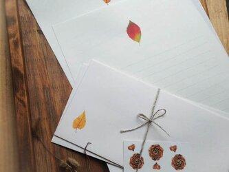 落ち葉の便箋の画像